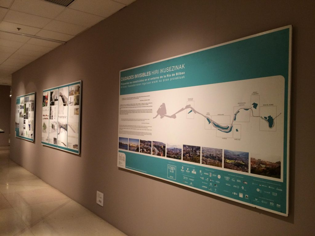 Exposición Ciudades invisibles en la sala Ondare