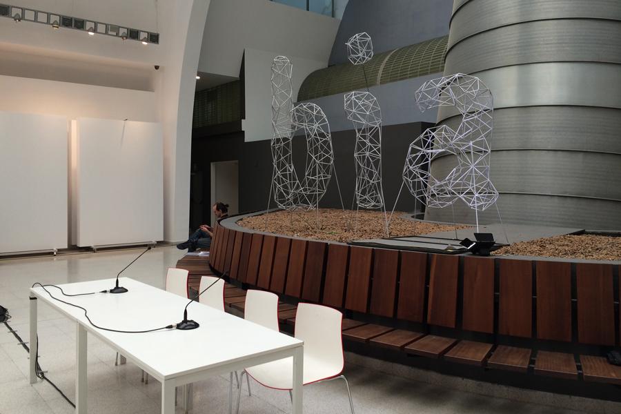 Diálogos. Arquitectura vizcaína del siglo XXI. En el atrio del edificio del Ensanche en Bilbao